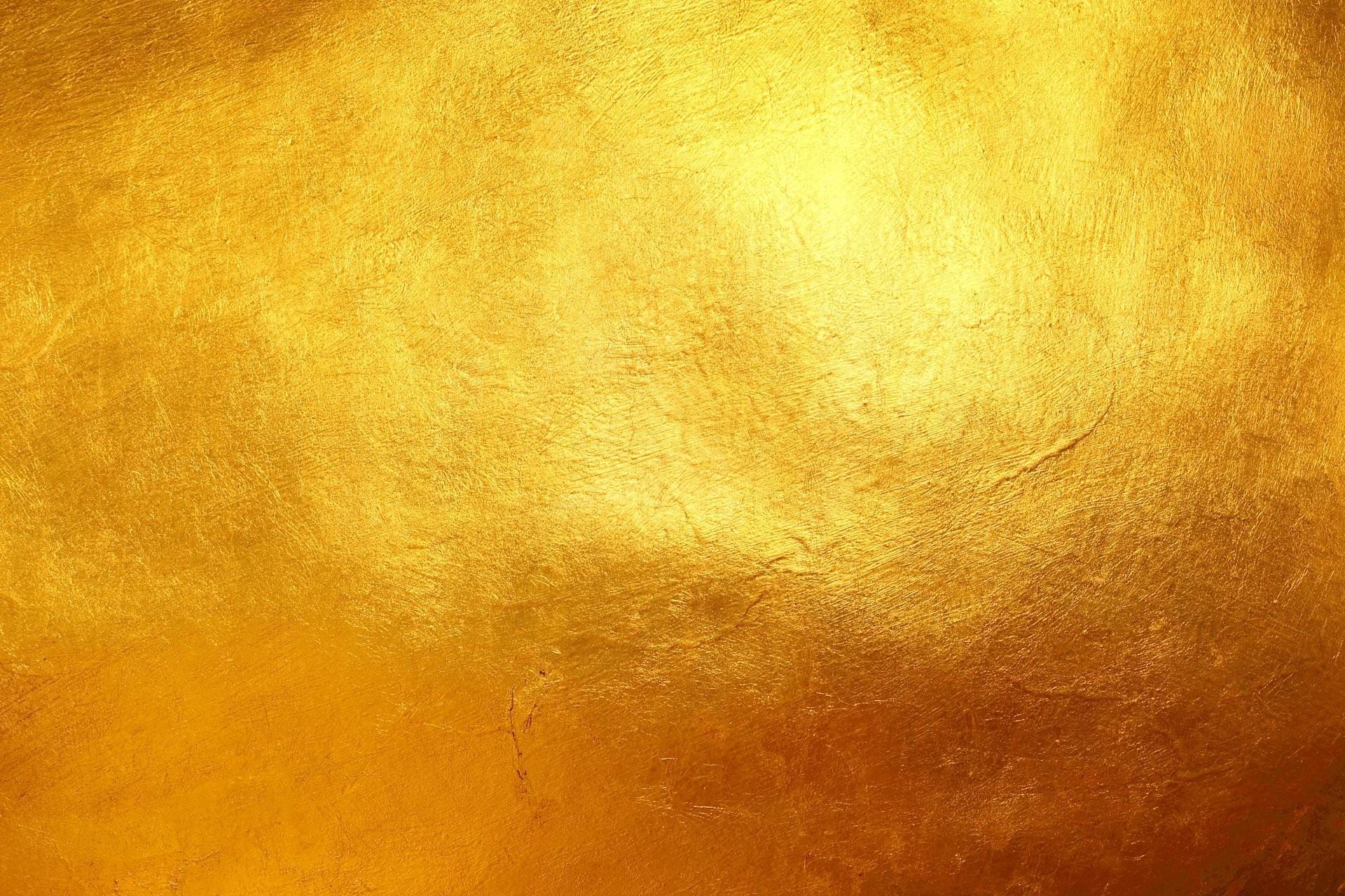 Цвет дня золотой
